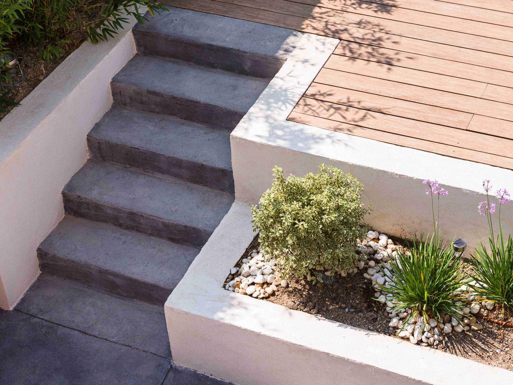 Aménagement de jardin avec escalier moderne