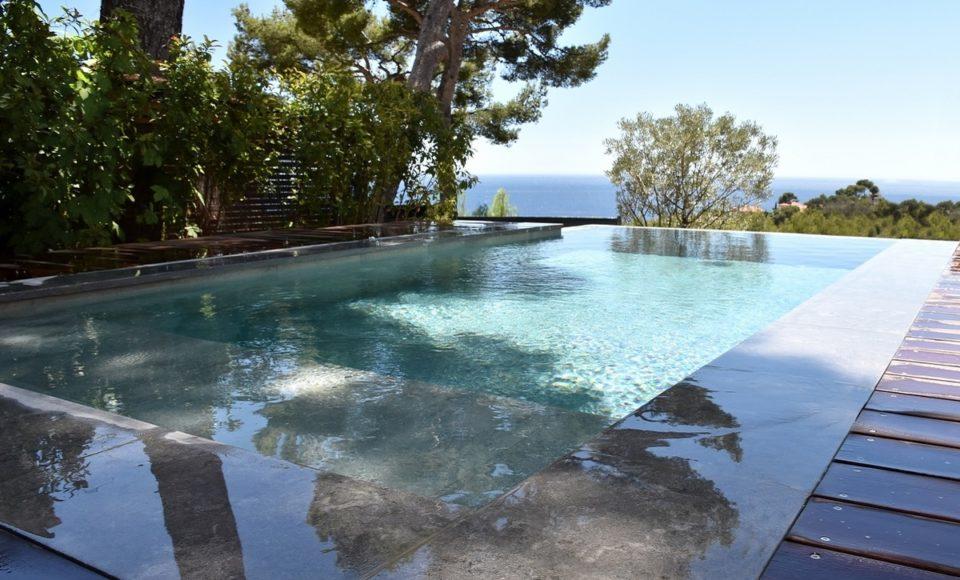 Construction piscine à debordementexemple réalisation