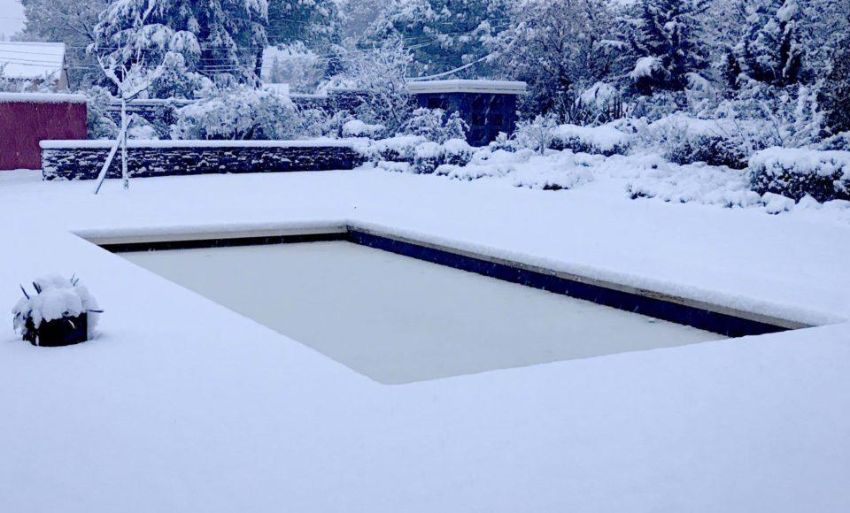 Entretien piscine hiver neige