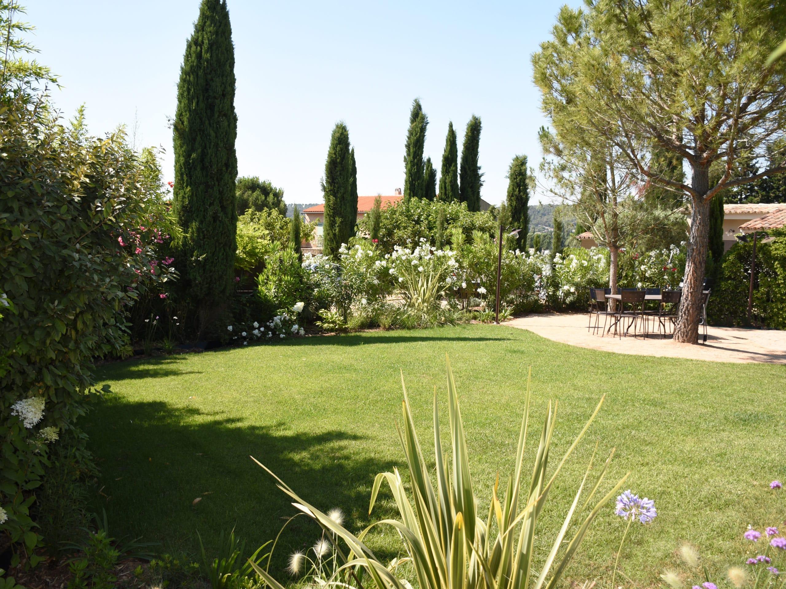 Aménagement espace vert extérieur jardin moderne