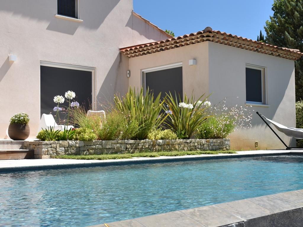 Création jardin zen autour d'une piscine