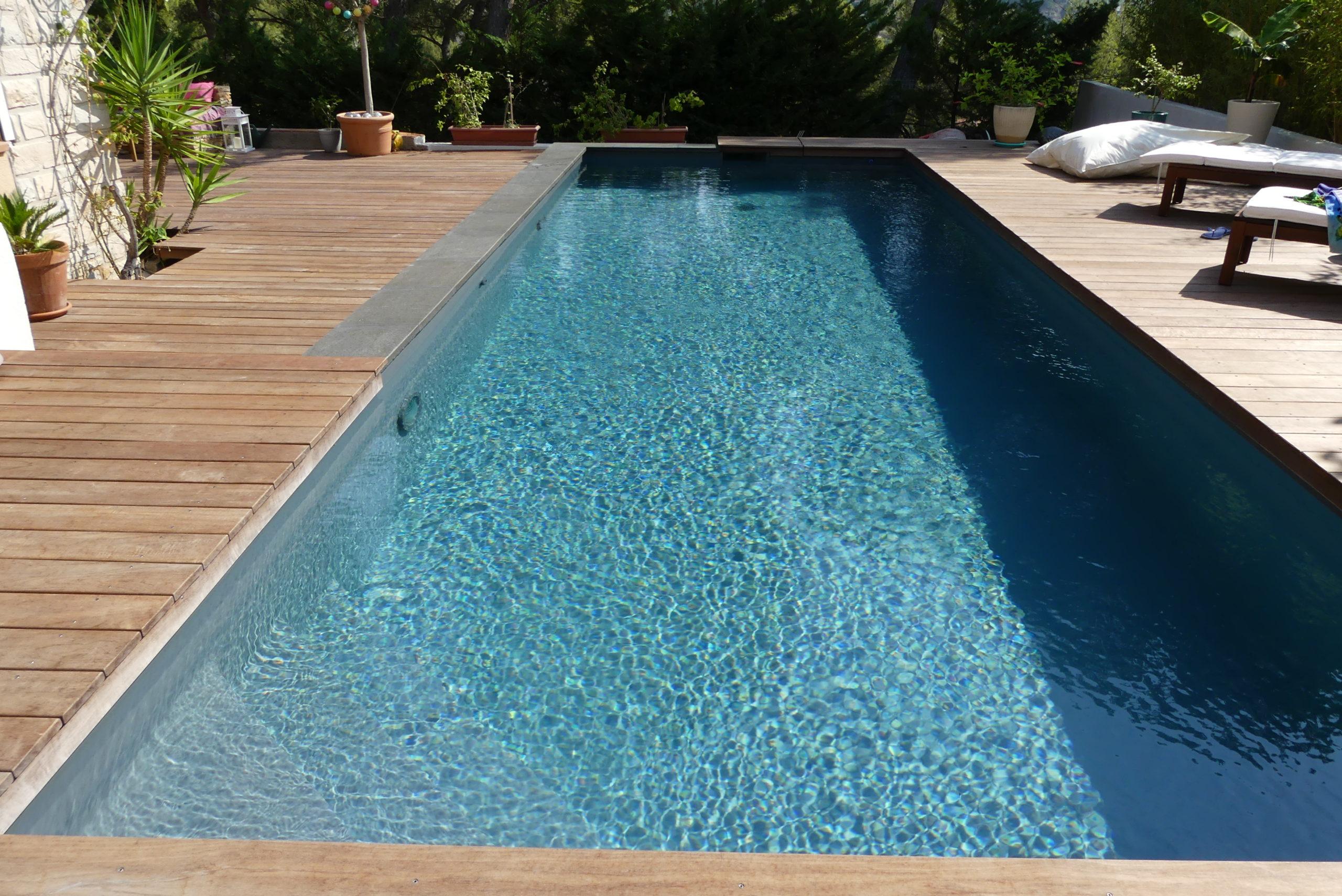 Constructeur de piscine réalisation à Malet