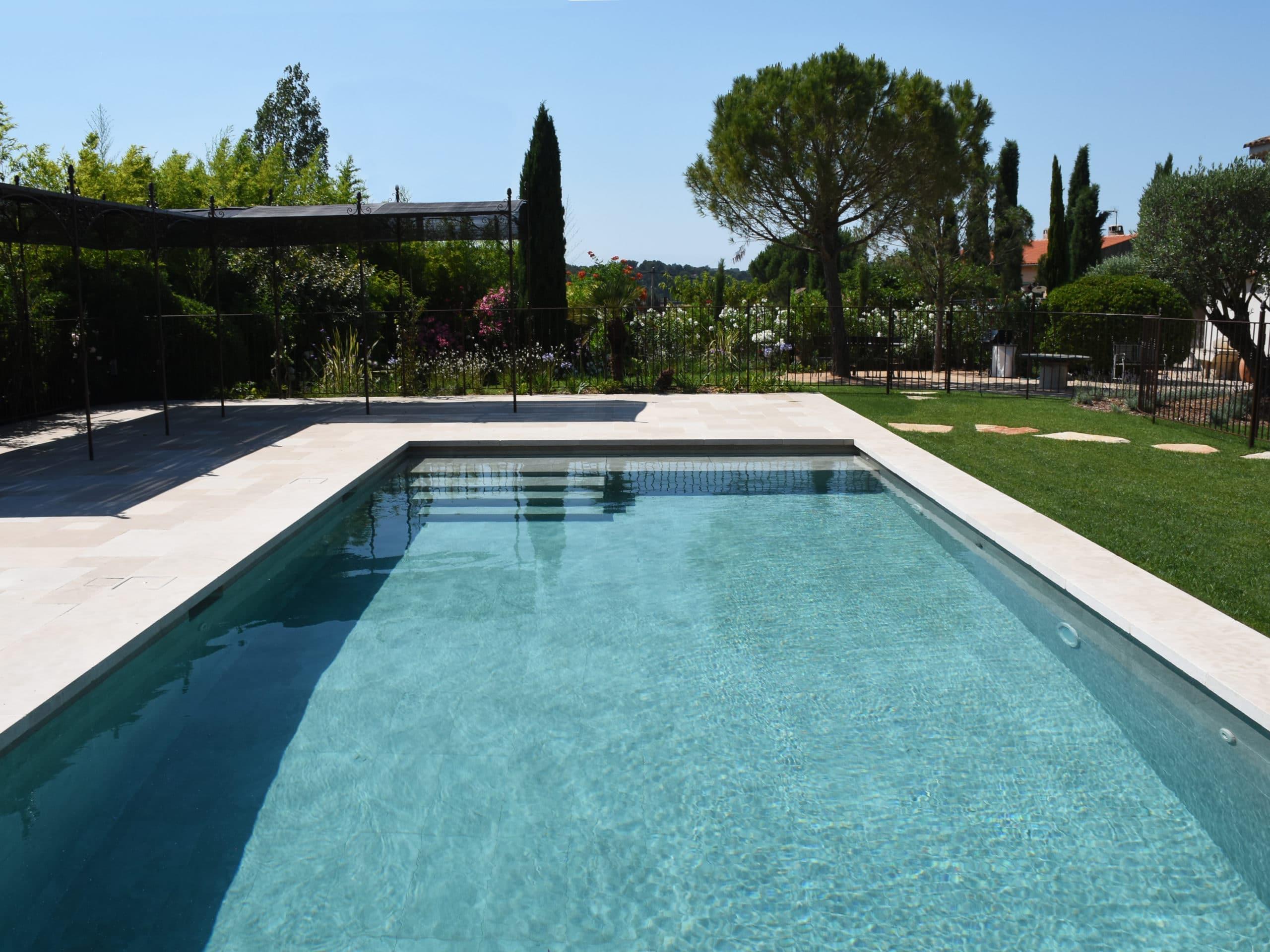 Construction piscine avec vue globale