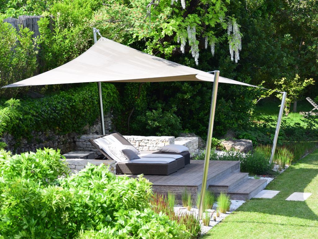Création de jardin zen avec terrasse en bois