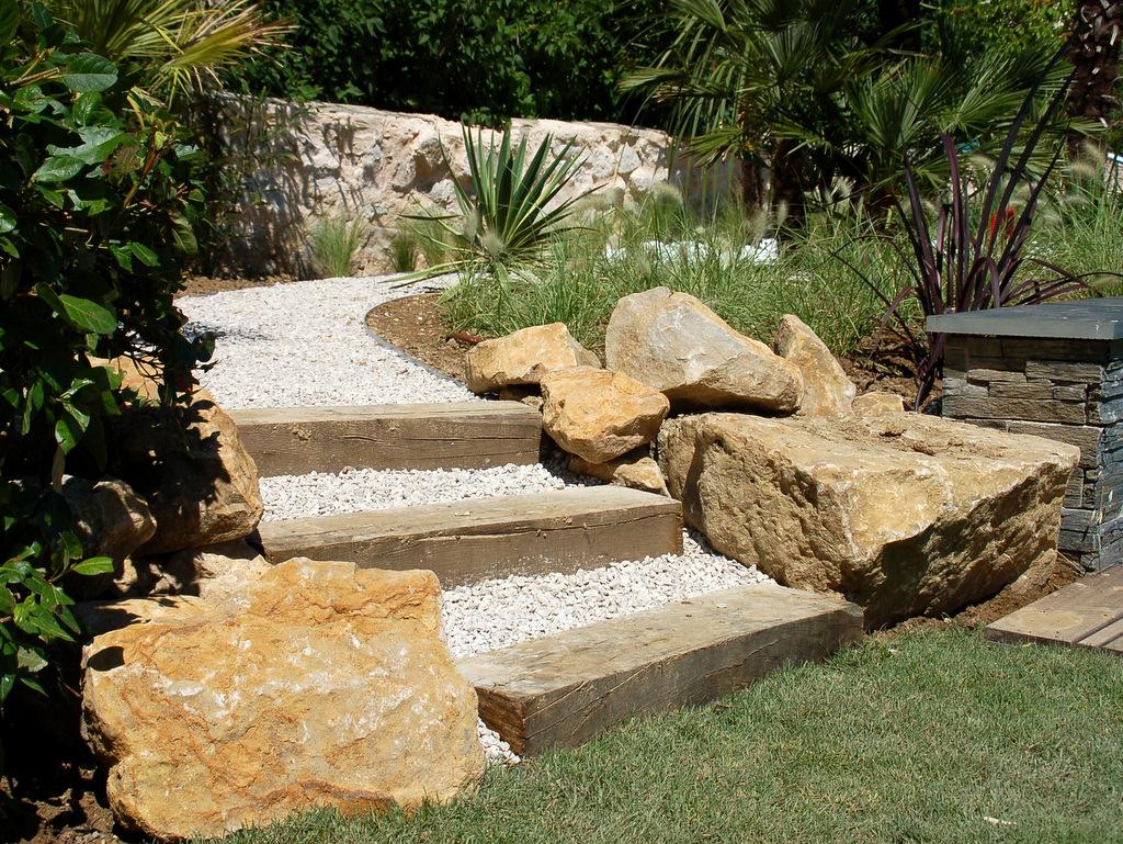 Création jardin extérieur escaliers en bois
