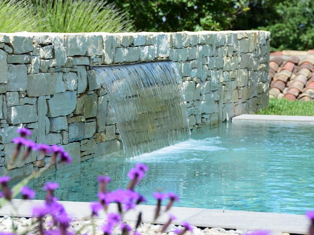 Jardin sur mesure avec mur d'eau