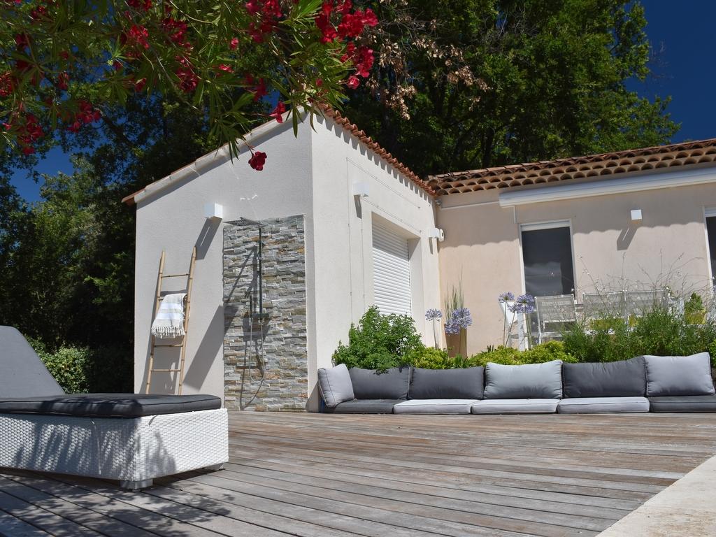 Aménagement espace vert terrasse en bois coin Lounge