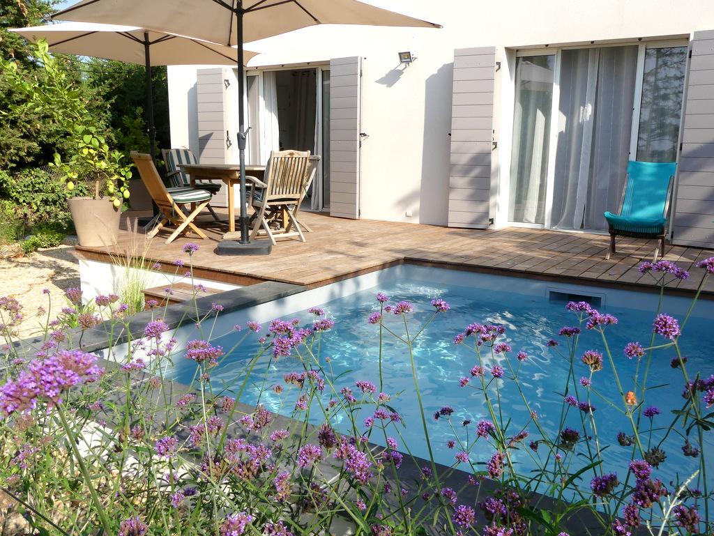 Construction d'une micro-piscine et d'une terrasse en bois