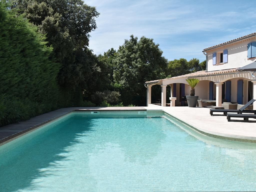 Rénovation d'une piscine en béton réalisation