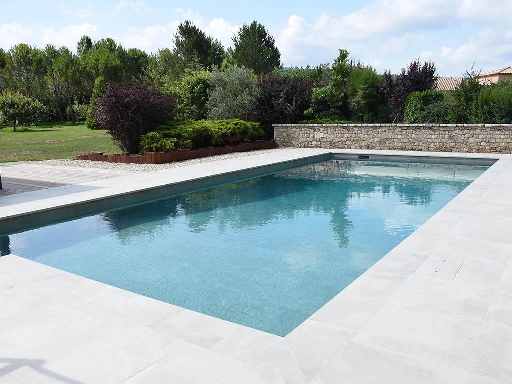 Rénovation d'une piscine avec sa terrasse par Accent du Sud